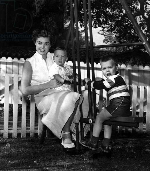 ESTHER WILLIAMS and her 2 sons, 1952.