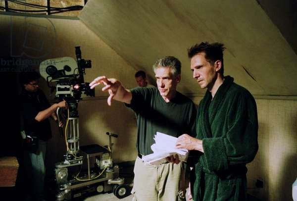 SPIDER, Director David Cronenberg, Ralph Fiennes on the set, 2002, (c) Sony Pictures Classics/courtesy Everett Collection