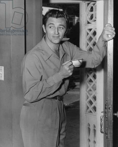 Robert Mitchum at home, 1947