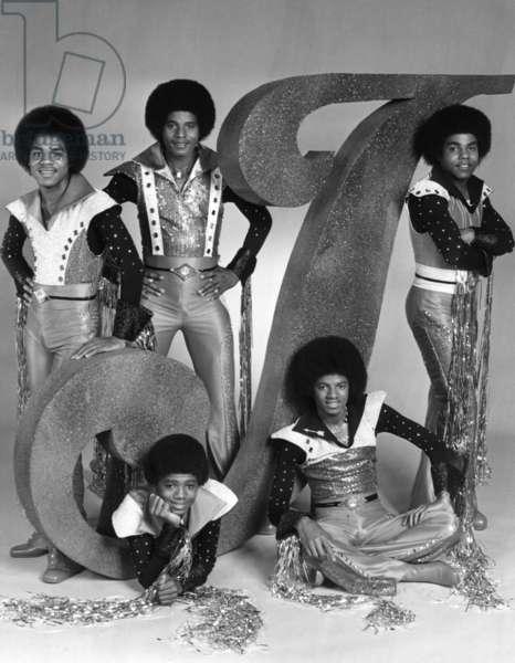 THE JACKSONS, (standing, from left): Marlon Jackson, Jackie Jackson, Tito Jackson, (bottom): Randy Jackson, Michael Jackson, 1976-77