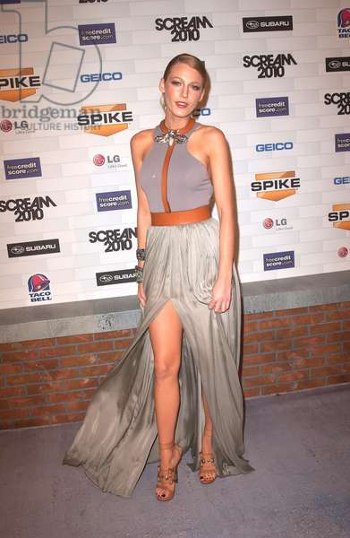 Blake Lively (wearing a Lanvin gown and Lanvin shoes) at arrivals for Spike TV's SCREAM 2010, Greek Theatre, Los Angeles, CA October 16, 2010. Photo By: Tony Gonzalez/Everett Collection