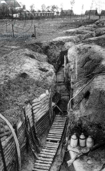 World War I, the British army trenches in France, ca. 1914