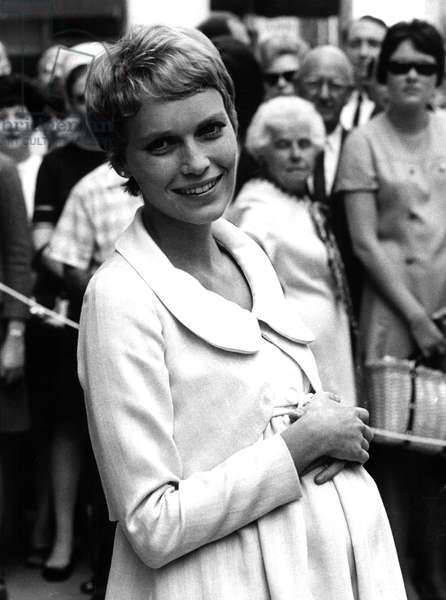 ROSEMARY'S BABY, MIA FARROW, on location in New York City, August 27, 1967