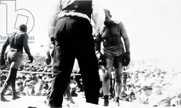 UNFORGIVABLE BLACKNESS: THE RISE AND FALL OF JACK JOHNSON, the Jack Johnson-Jim Jefferies heavyweight championship fight in 1910 in Las Vegas, 2004, (c) Florentine Films/courtesy Everett Collection