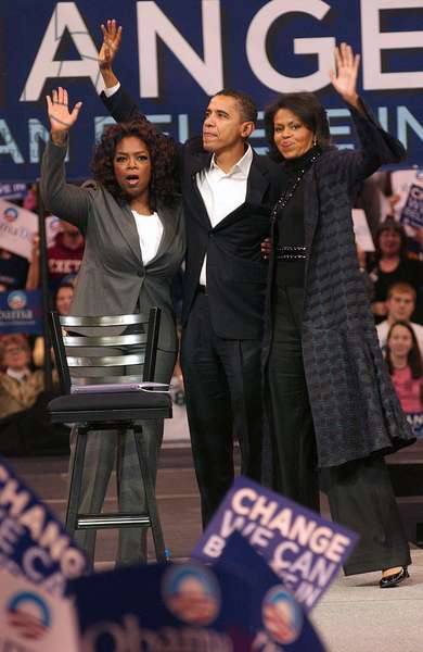 Oprah Winfrey, Barack Obama et Michelle Obama: Oprah Winfrey, Barack Obama, Michelle Obama in attendance for Barack Obama Campaign Rally for Democratic Presidential Primary with Oprah Winfrey, The Verizon Wireless Arena, Manchester, NH, December 09, 2007. Photo by: Kristin Callahan/Everett Collection