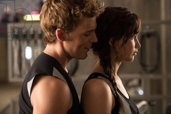 Hunger Games: L'embrasement: THE HUNGER GAMES: CATCHING FIRE, from left: Sam Claflin, Jennifer Lawrence, 2013. ph: Murray Close/©Lionsgate/Courtesy Everett Collection