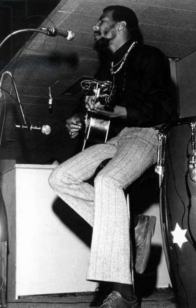 Richie Havens a Woodstock: WOODSTOCK, Richie Havens performs, 1970