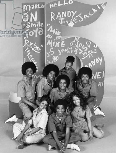 THE JACKSONS, (back row):, Michael Jackson, Marlon Jackson, Jackie Jackson, Janet Jackson, Tito Jackson, (front): Rebbie Jackson, Randy Jackson, LaToya Jackson, 1976-77
