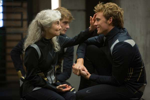 Hunger Games: L'embrasement: THE HUNGER GAMES: CATCHING FIRE, from left: Lynn Cohen, Sam Claflin, 2013. ph: Murray Close/©Lionsgate/courtesy Everett Collection