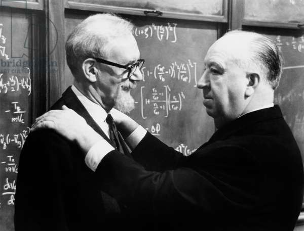 Alfred Hitchcock et Ludwig Donath: TORN CURTAIN, from left, Ludwig Donath, director Alfred Hitchcock, on-set, 1966