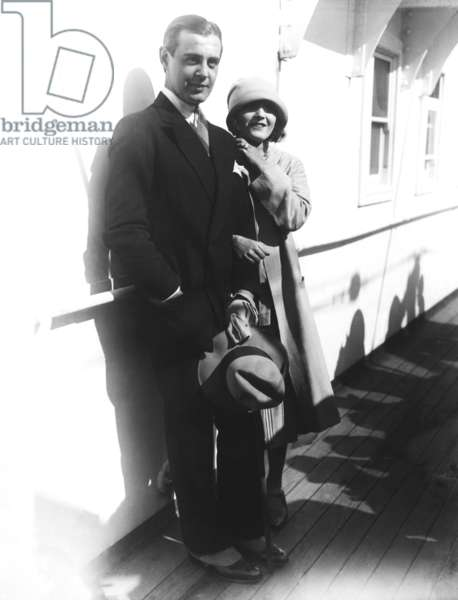 From left, Serge Mdivani, Pola Negri, embarking on their honeymoon on the S.S. Aquitania, 1927