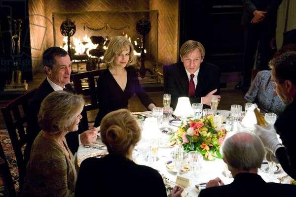 THE INVASION, Nicole Kidman, Daniel Craig (center), 2007, (c)Warner Bros./courtesy Everett Collection