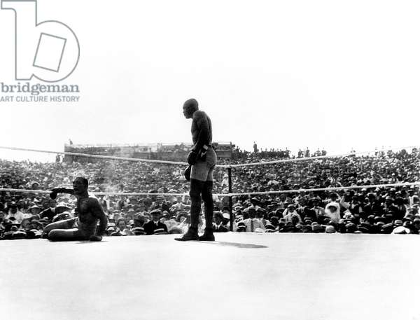 UNFORGIVABLE BLACKNESS: THE RISE AND FALL OF JACK JOHNSON, Jim Jefferies knocked dowm by Jack Johnson in his 1910 heavyweight championship fight in Las Vegas, 2004, (c) Florentine Films/courtesy Everett Collection