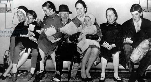 Geraldine Chaplin, Eugene Chaplin, Victoria Chaplin, Charlie Chaplin, Oona Chaplin, Annette Chaplin, Josephine Chaplin, Michael Chaplin at the London airport, 1961