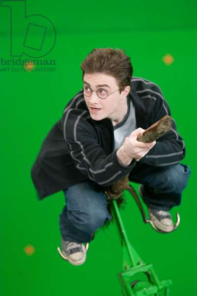 Harry Potter et l'Ordre du Phenix: HARRY POTTER AND THE ORDER OF THE PHOENIX, Daniel Radcliffe, on set, 2007. Ph: Murray Close/©Warner Bros./Courtesy Everett Collection