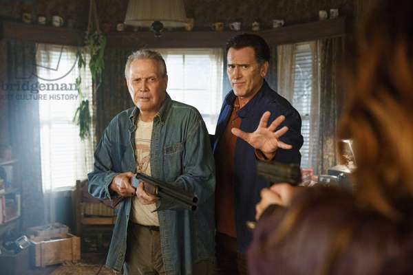 ASH VS. EVIL DEAD, l-r: Lee Majors, Bruce Campbell in 'Home' (Season 2, Episode 1, aired October 2, 2016). ph: Matt Klitscher/©Starz/courtesy Everett Collection