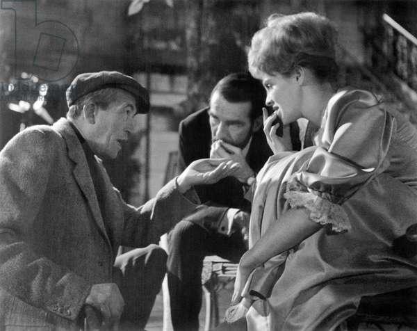 FREUD, (aka FREUD: THE SECRET PASSION), from left: director John Huston, Montgomery Clift, Susannah York,