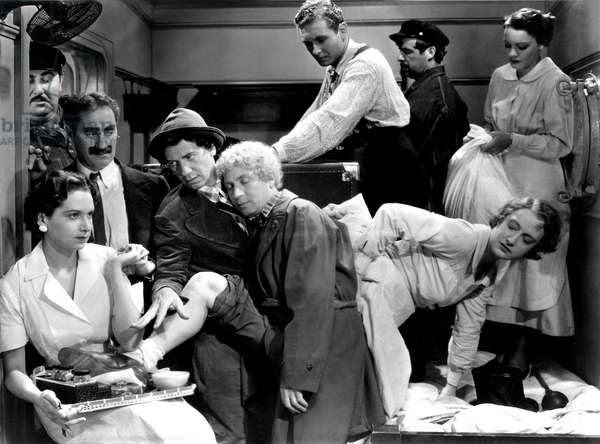 A Night at the Opera, Groucho Marx, Chico Marx, Harpo Marx Allan Jones, 1935, Crowded Stateroom