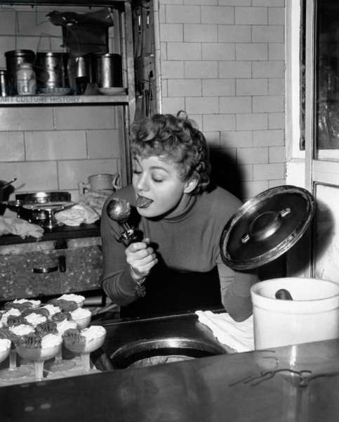 Shelley Winters: THE RAGING TIDE, Shelley Winters, taking time out from shooting to invade the kitchen of San Francisco's Palace Hotel, 1951