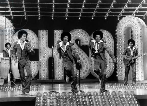 THE JACKSONS, (from left): Randy Jackson, Marlon Jackson, Michael Jackson, Jackie Jackson, Tito Jackson, (Season 1, aired Feb. 9, 1977), 1976-77