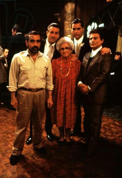 Director Martin Scorsese, Robert De Niro, Catherine Scorsese, Ray Liotta, Joe Pesci on the set of GOODFELLAS, 1990
