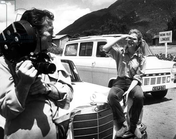 Vivre pour Vivre: LIVE FOR LIFE, (aka VIVRE POUR VIVRE), Yves Montand, Candice Bergen, on-set, 1967