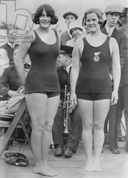 Jeux Olympiques de Paris 1924: Aileen Riggin, Olympic diving champion and swimmer Gertrude Ederle. They both won medals at the 1924 Summer Olympics in Paris. (BSLOC_2015_17_134)