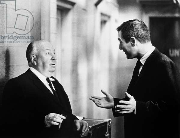 Alfred Hitchcock et Paul Newman: TORN CURTAIN, from left, director Alfred Hitchcock, Paul Newman, on-set, 1966