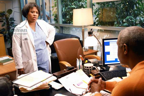 GREY'S ANATOMY, Chandra Wilson, James Pickens Jr., 'Let The Angel's Commit', (Season 3, airing Nov. 2, 2006), 2005-, photo: Richard Cartwright / © ABC / Courtesy: Everett Collection