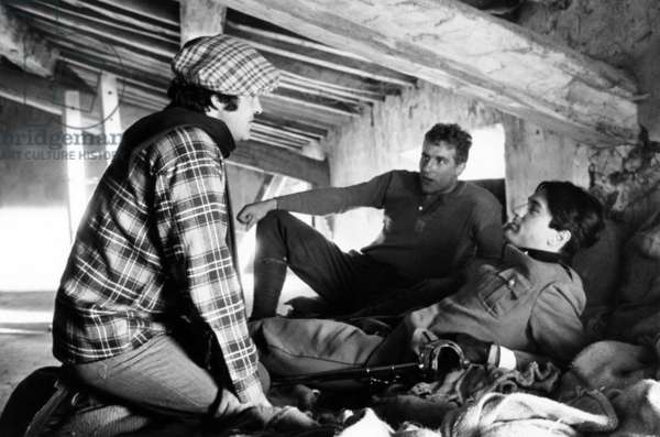 1900, from left: director Bernardo Bertolucci, Gerard Depardieu, Robert De Niro, on set, 1976