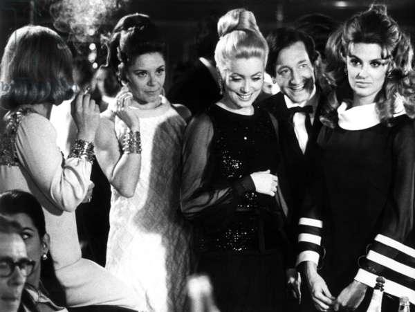 HEARTBEAT, (aka LA CHAMADE), Catherine Deneuve (center), 1969