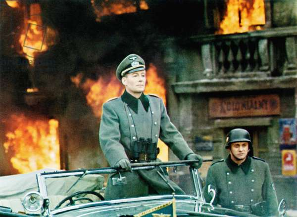 THE NIGHT OF THE GENERALS, Peter O'Toole (front), 1967