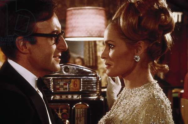 CASINO ROYALE, Peter Sellers, Ursula Andress, 1967