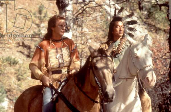 DANCES WITH WOLVES, Kevin Costner, Graham Greene, 1990, (c)Orion Pictures Corp/Courtesy Everett Collection