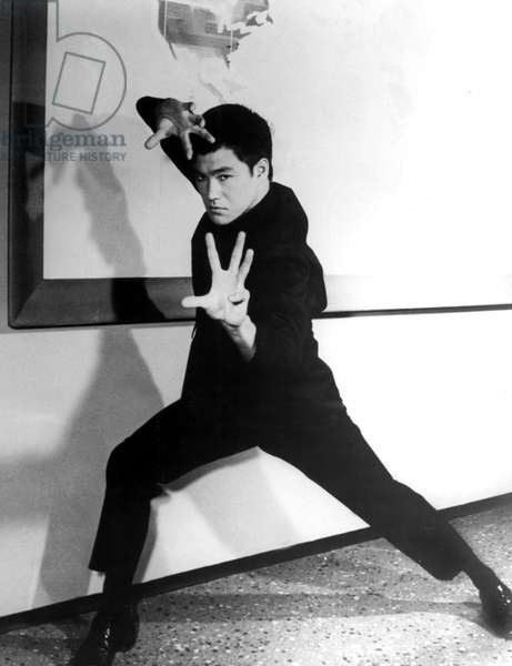 Bruce Lee in martial arts stance