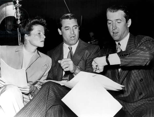 Katharine Hepburn, Cary Grant et James Stewart: Katharine Hepburn, Cary Grant, James Stewart at the Screen Actors Guild radio broadcast of THE PHILADELPHIA STORY, 1947