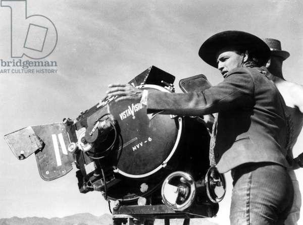 ONE-EYED JACKS, Marlon Brando (director) on-set, 1961
