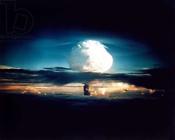 Operation Ivy : 1ere bombe H: The MIKE shot, was the first successful full-scale test hydrogen bomb, on Oct. 31, 1952. The test took place on Enewetak Atoll in the Marshall Islands.