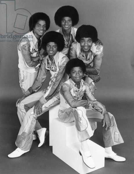 THE JACKSONS, (back row, from left): Marlon Jackson, Jackie Jackson, (middle): Michael Jackson, Tito Jackson, (front): Randy Jackson, (Season 1, 1976), 1976-77