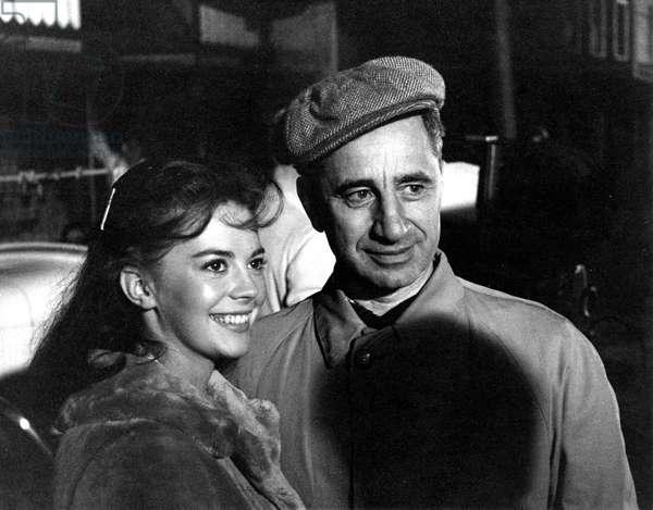 SPLENDOR IN THE GRASS, Natalie Wood, director Elia Kazan on the set, 1961