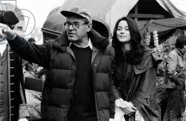 Milos Forman et Meg Tilly: VALMONT, from left, director Milos Forman, Meg Tilly, on-set, 1989, ©Orion Pictures/courtesy Everett Collection