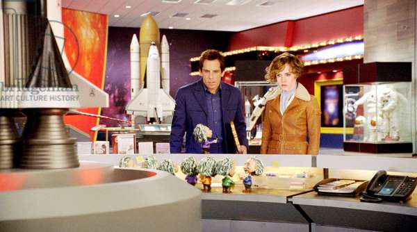 NIGHT AT THE MUSEUM: BATTLE OF THE SMITHSONIAN, (aka NIGHT AT THE MUSEUM 2), from left: Ben Stiller, Amy Adams, as Amelia Earhart, 2009. Ph: Doane Gregory,/TM & Copyright ©20th Century Fox Film Corp. All rights reserved./Courtesy Everett Collection