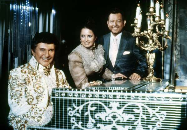 HOTEL, from left: Liberace, Margaret O'Brien, Donald O'Connor in 'The Offer' (Season 1, Episode 10, aired December 7, 1983), 1983-88