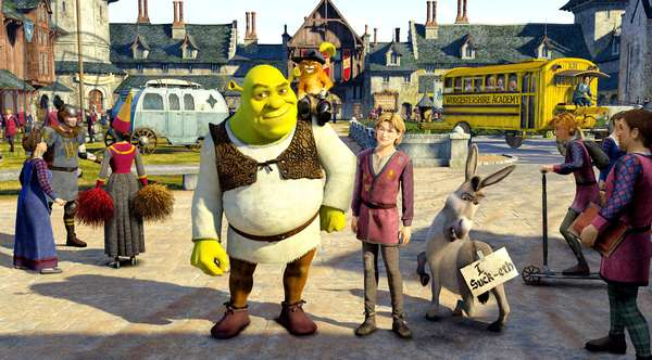 SHREK THE THIRD, (aka SHREK 3), center: Shrek (voice: Mike Myers), Puss in Boots (voice: Antonio Banderas), Prince Artie (voice: Justin Timberlake), Donkey (voice: Eddie Murphy), 2007. ©Paramount/courtesy Everett Collection