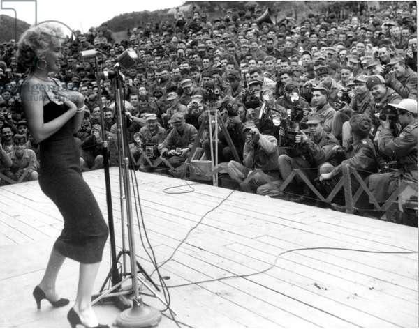 Marilyn Monroe entertaining the troops during her four-day USO tour, Korea, February 1954. - Photo: Courtesy Everett Collection
