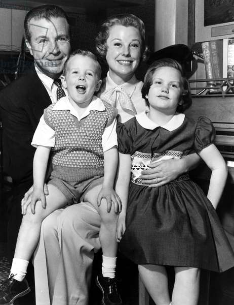 DICK POWELL, son DICK POWELL, JR., wife JUNE ALLYSON and daughter PAMELA POWELL, 1955