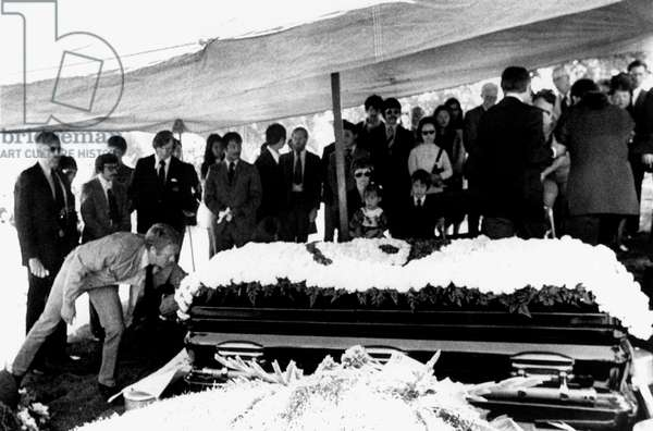 JAMES COBURN and STEVE McQUEEN attend the funeral of their martial arts instructor BRUCE LEE [LINDA LEE, SHANNON LEE and BRANDON LEE sit in center], 07/30/73