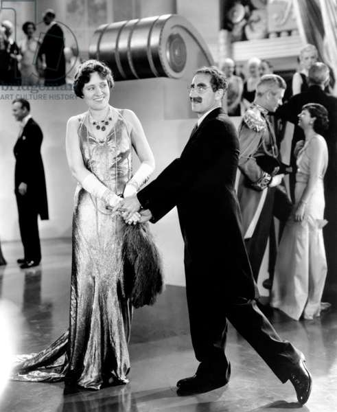 La Soupe au Canard: DUCK SOUP, foreground from left: Margaret Dumont, Groucho Marx, 1933