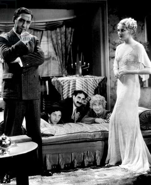 HORSE FEATHERS, David Landau, Chico Marx, Groucho Marx, Harpo Marx, Thelma Todd, 1932