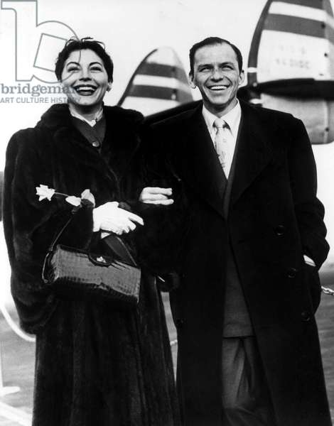 Newlyweds AVA GARDNER and FRANK SINATRA arrive at airport, 1951